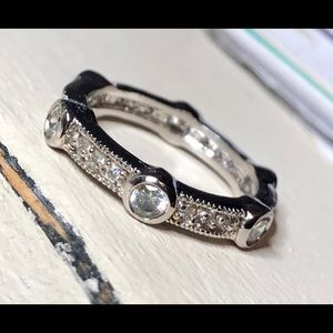A full circle of beautiful CZ's style size 6 ring